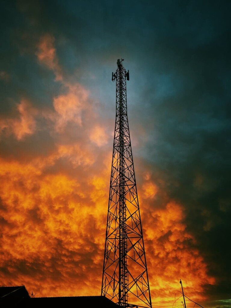 Cell tower, Sunset of 3G