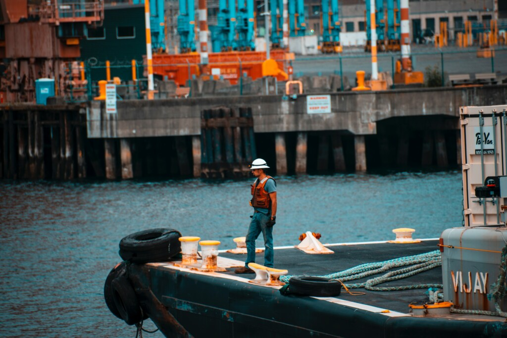 Ship worker, Photo by Andy Li