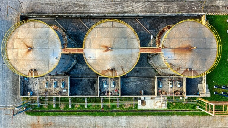 Oil production, photo by Tom Fisk